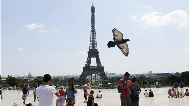 French plan to become tourist friendly
