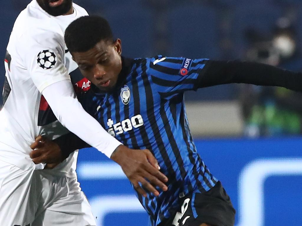 BERGAMO, ITALY - DECEMBER 01: Manjrekar James (L) of FC Midtjylland competes for the ball with Diallo Amad Traore (R) of Atalanta BC during the UEFA Champions League Group D stage match between Atalanta BC and FC Midtjylland at Gewiss Stadium on December 1, 2020 in Bergamo, Italy. (Photo by Marco Luzzani/Getty Images)