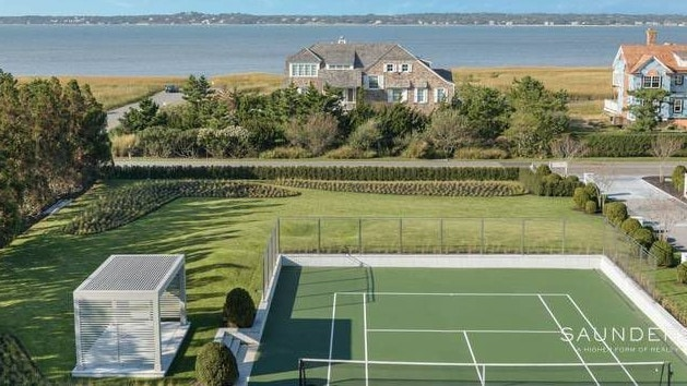 The front yard, with tennis court, long driveway and richlist neighbours. Source: Realtor.com