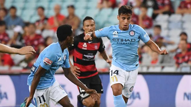 Daniel Arzani of City runs with the ball