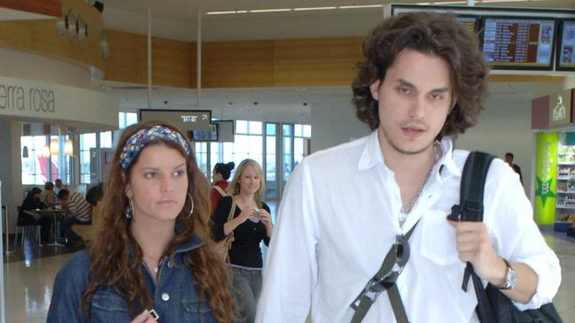 Simpson and Mayer at Adelaide Airport in 2007.