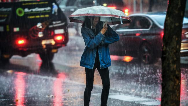 Severe thunderstorms to sweep through northeastern NSW