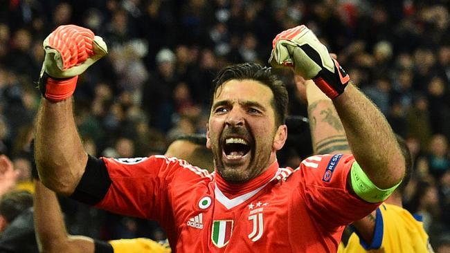 Juventus' Italian goalkeeper Gianluigi Buffon (C) celebrates