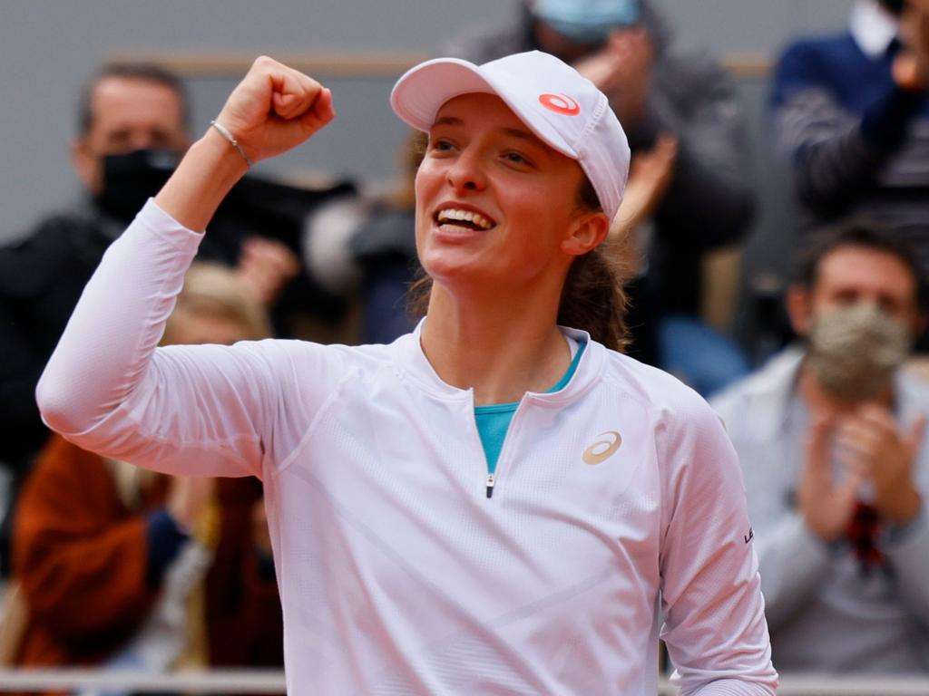 Poland's Iga Swiatek celebrates after winning against Argentina's Nadia Podoroska during their women's singles semi-final tennis match on Day 12 of The Roland Garros 2020 French Open tennis tournament in Paris on October 8, 2020. (Photo by Thomas SAMSON / AFP)