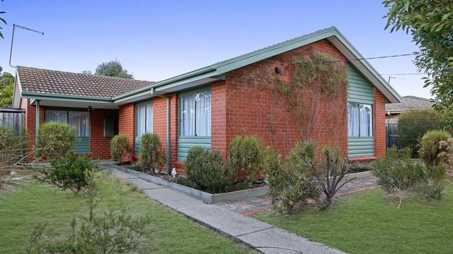 12 Woodburn Crescent Meadow Heights, Victoria.