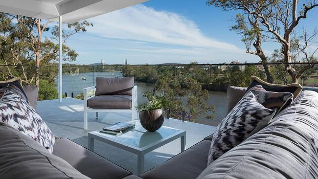 3 Fraser Terrace Highgate Hill Qld 4101 For Tender closing 9th December Bedrooms 5 Bathrooms 4 Car Spaces 2 House Place - Coorparoo Stuart McCrea 0499 585 888