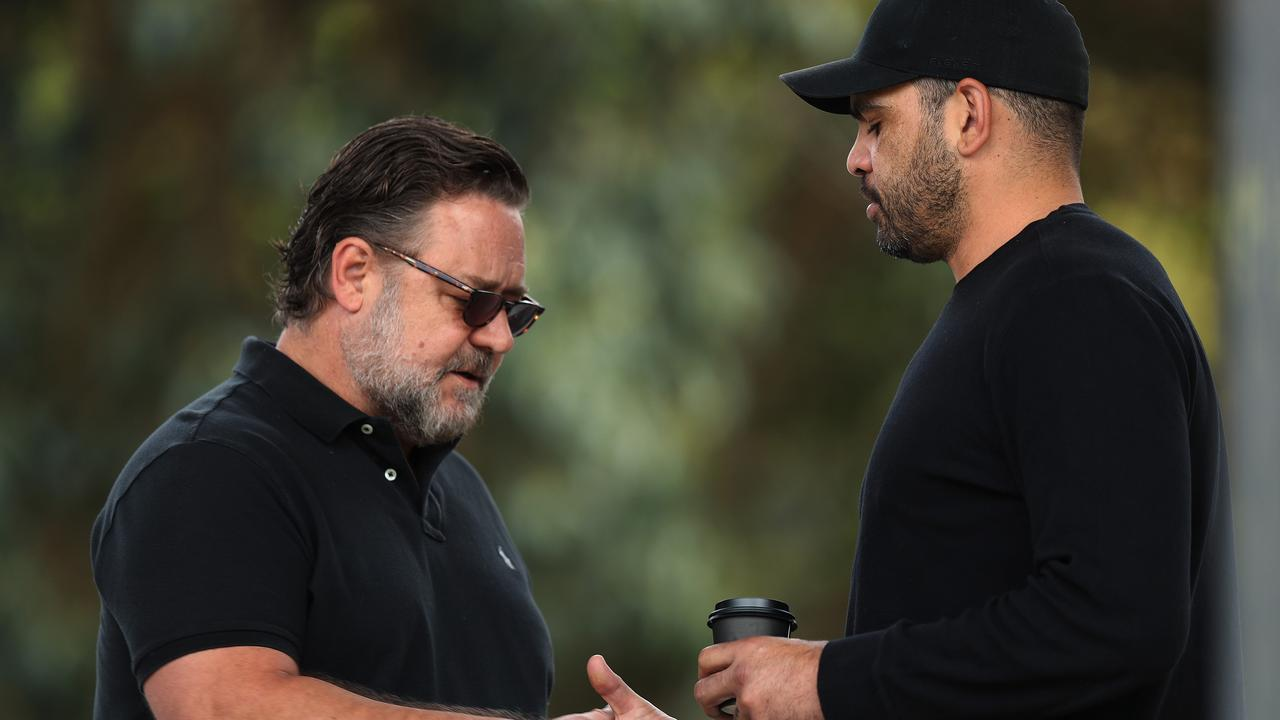 Russell Crowe shakes hands with former Souths player Greg Inglis
