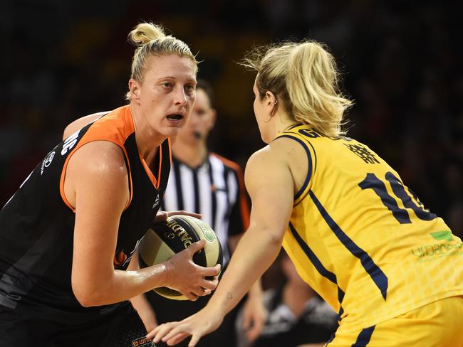 Last year's semi-final between Townsville Fire and the Sydney Uni Flames.