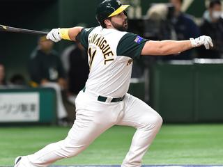 Australia's Allan de San Miguel hits a solo homer in the bottom of the second inning during the World Baseball Classic Pool B first round match between Japan vs Australia at Tokyo Dome in Tokyo on March 8, 2017. / AFP PHOTO / KAZUHIRO NOGI