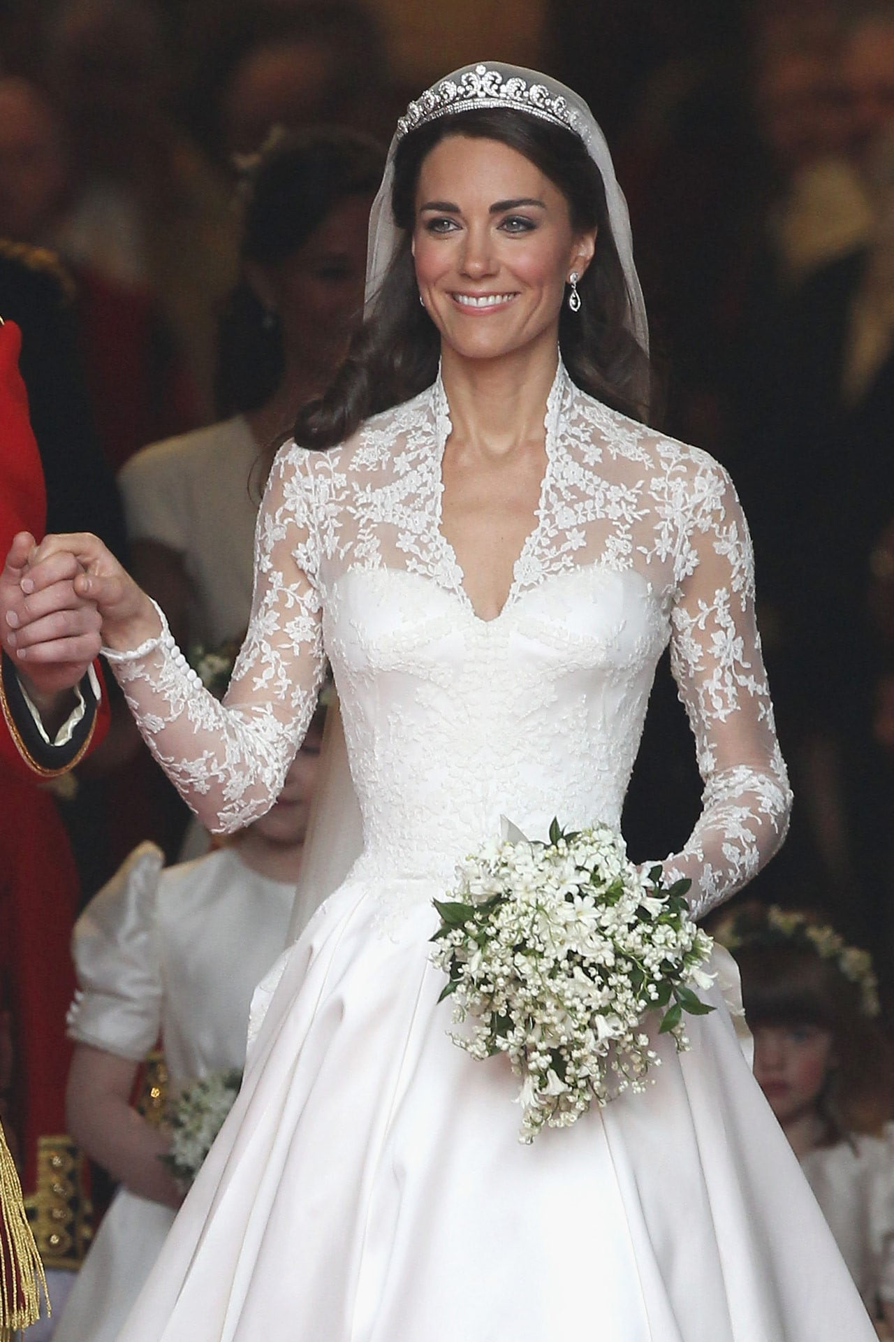Kate Middletons Wedding Dresses.H M Selling Kate Middleton S Wedding Dress For 300 Vogue