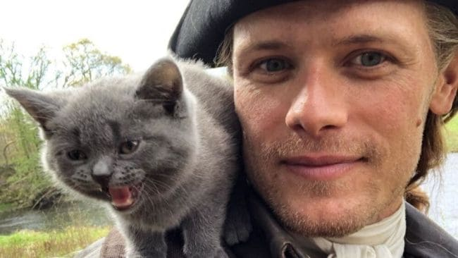 What we'd all give to be that cat. Image: Instagram @samheughan