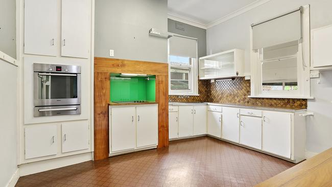 213 Verner St, East Geelong was the first property in Geelong to go under the hammer this year.