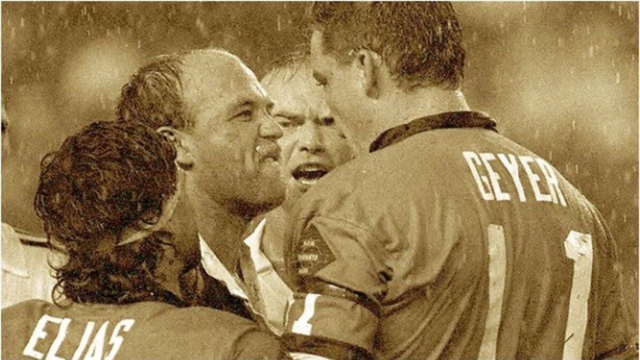 Wally Lewis and Mark Geyer share some words during Origin II, 1991.