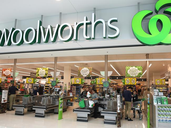 Woolworths is proving it hasn't come to play in the online space. Picture: AAP Image/Dan Himbrechts