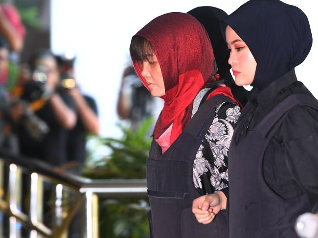 Vietnamese national, Doan Thi Huong (2nd R) is escorted by Malaysian police at the Shah Alam High Court, outside Kuala Lumpur. Picture: AFP