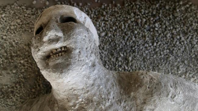 pompeii buried by mount vesuvius
