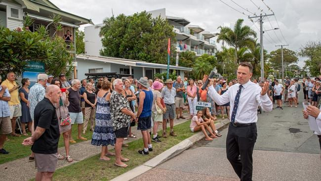 More than 200 people attended the auction of a house at 307 Gympie Tce, Noosaville, at the weekend.