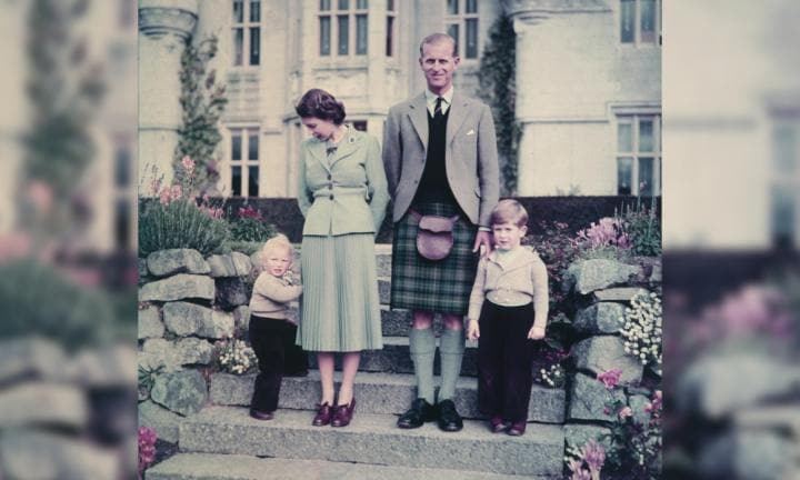 Queen Elizabeth II and Prince Philip with Princess Anne and Prince Charles outside Balmoral Castle, 19th September 1952. Image Studio Lisa Hulton n Getty Images.