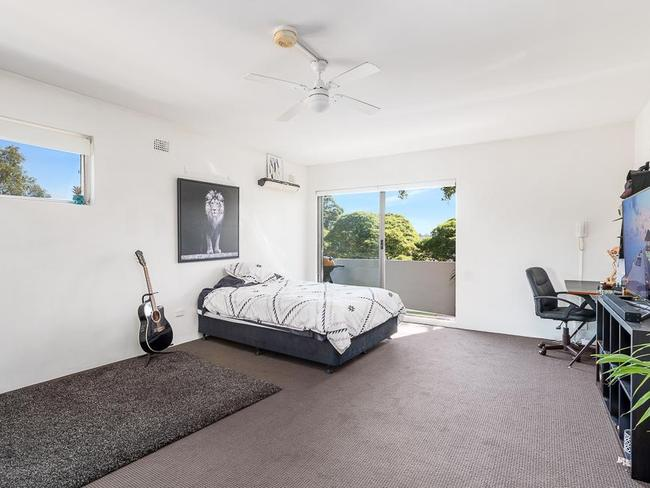 This one-bedroom unit at 25/95-97 Annandale St in Annandale sold for $430,000.