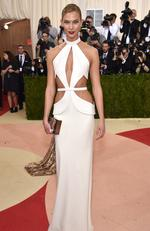 "Model Karlie Kloss attends the ""Manus x Machina: Fashion In An Age Of Technology"" Costume Institute Gala at Metropolitan Museum of Art on May 2, 2016 in New York City. Picture: Dimitrios Kambouris/Getty Images"
