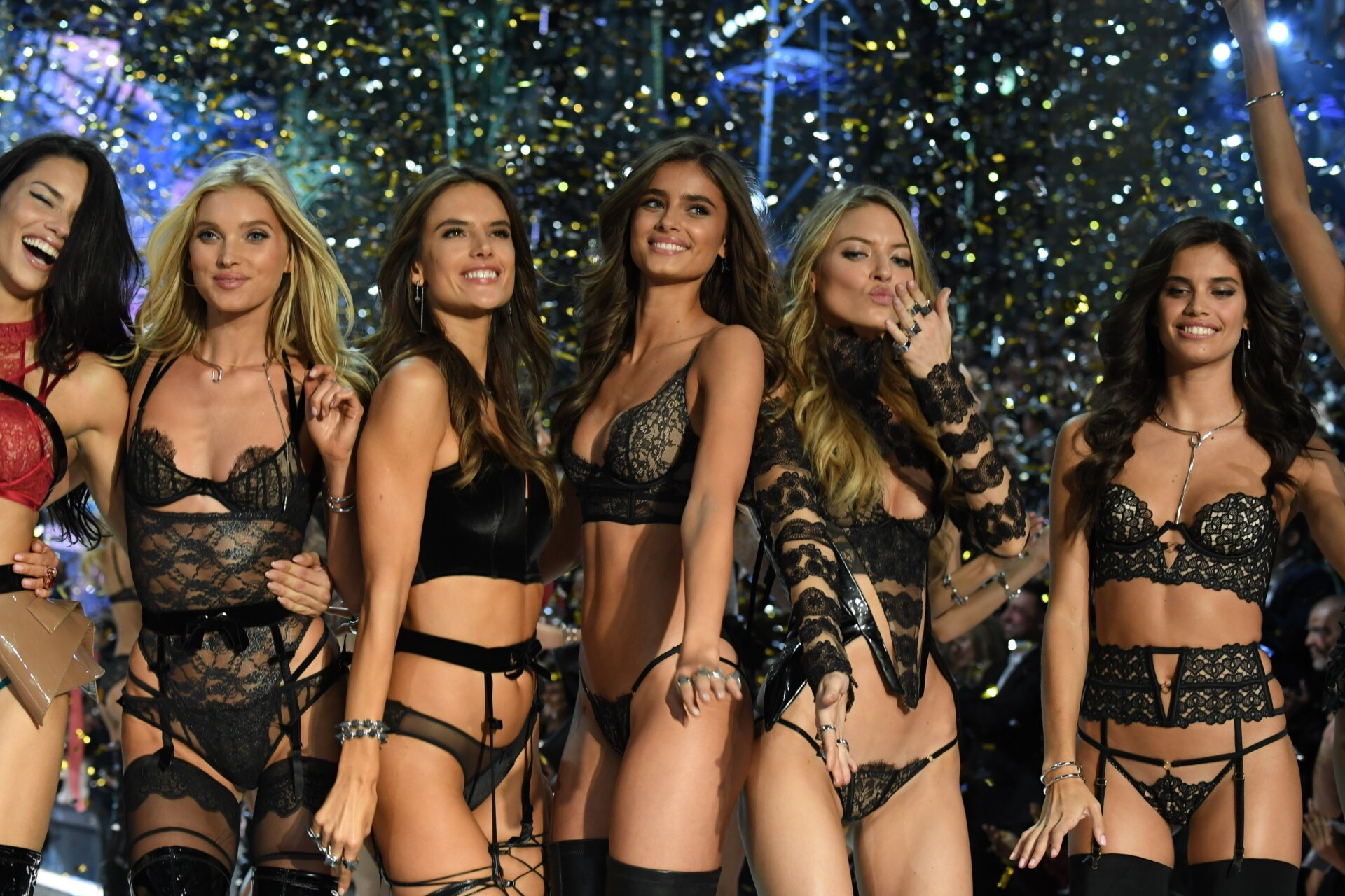Victorias Secret Show 2018 >> Angel 101: Vogue's cheat sheet to the 2017 Victoria's Secret Fashion Show - Vogue Australia