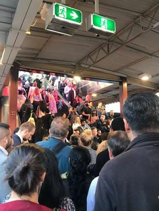 Commuters trying to leave Flinders St. Picture: Gigi Sam/Twitter