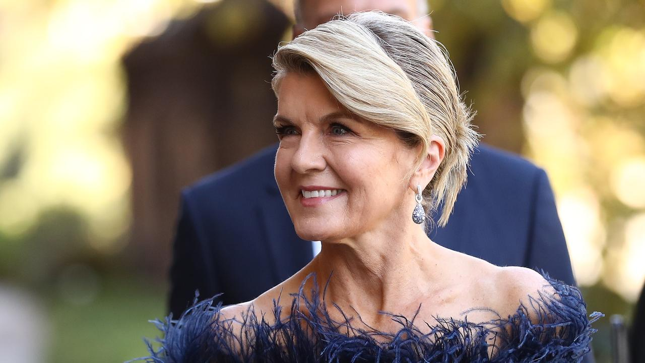 Celebs join hordes of people in Sydney to farewell fashion icon Carla Zampatti – NEWS.com.au