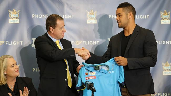 Jarryd Hayne signs with the Titans.