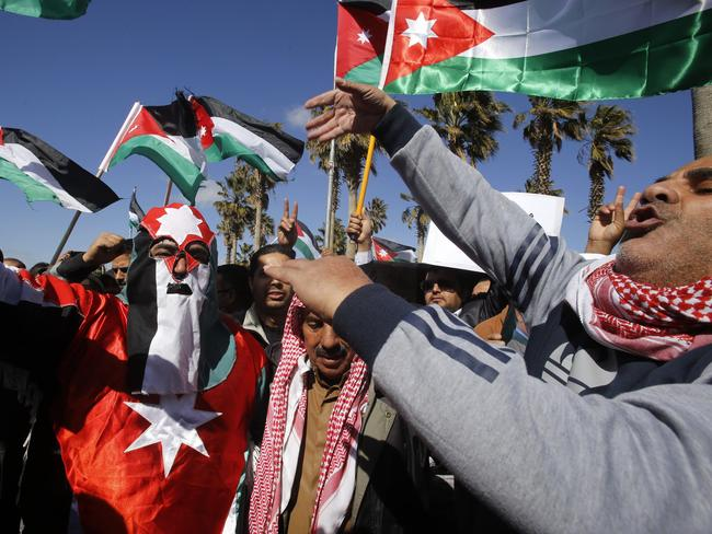 Support ... Jordanians show their support for the government's stance against terror. Picture: AP/Raad Adayleh