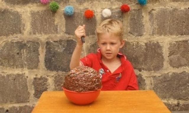 April Fools' Day: Disappearing cake trick