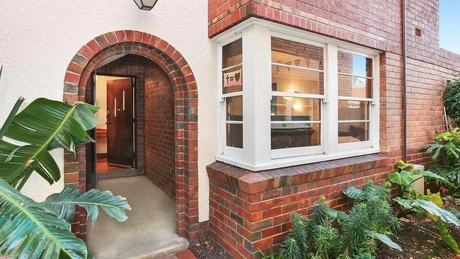 3/34 Barkly St St Kilda sold to a first-home buyer in August.