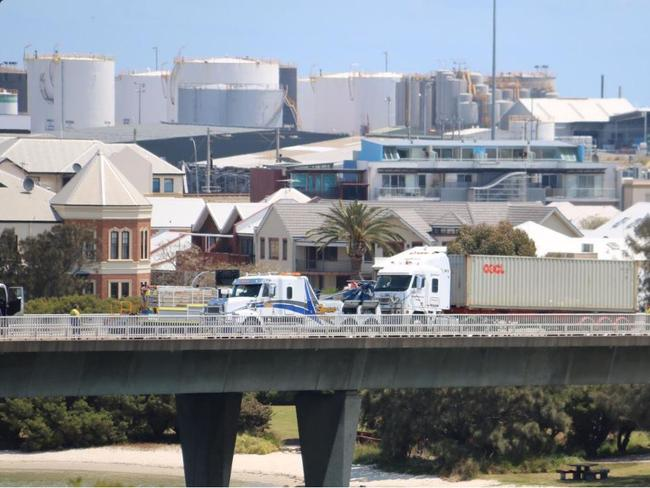 Perth traffic chaos after Fremantle truck crash   NT News