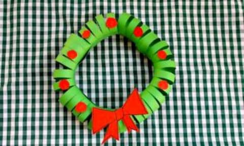 """<b>PAPER WREATH:</b> Who needs a real wreath when you have green and red paper? Adorable! Get your kids making these to hang on their bedroom doors to make Santa feel welcome.  <a href=""""http://www.kidspot.com.au/things-to-do/activities/easy-paper-christmas-wreath"""">Get the instructions here</a>"""