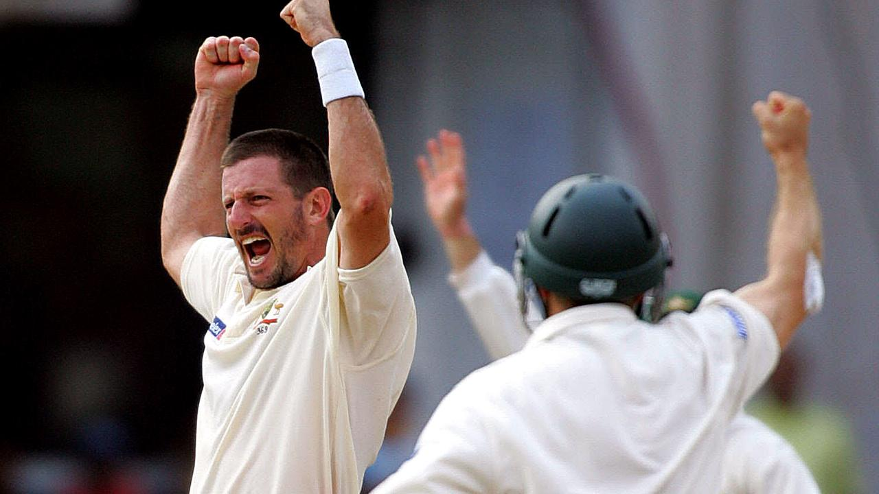 Michael Kasprowicz – the mastermind behind Australia's bowling tactics – celebrates taking the wicket of Rahul Dravid. Photo: Getty Images