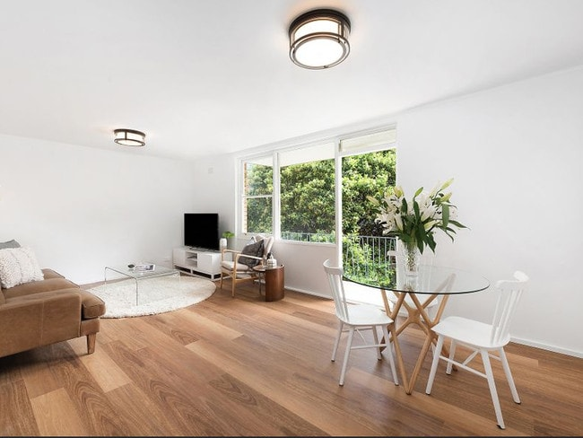 The Agency's Jon Snead is expecting a big turn out for 4/21 Harrison St in Cremorne today.