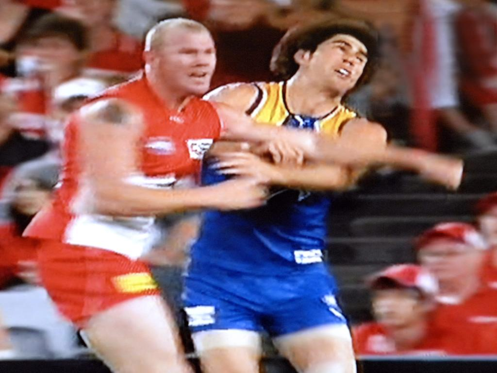 barry hall and paul gallen fight - photo #23