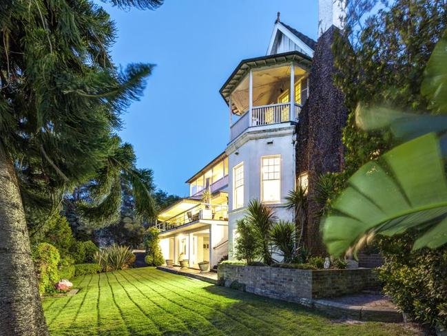 The three-storey mansion was expected to sell for up to $100 million.