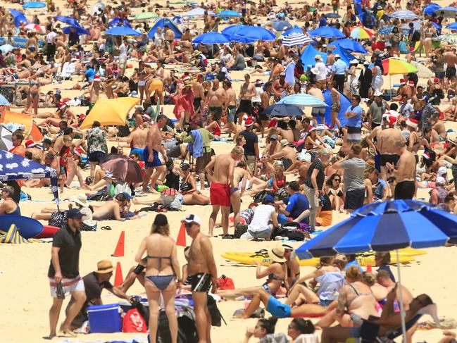 Bondi Beach is packed! Picture: Mark Evans/Getty Images