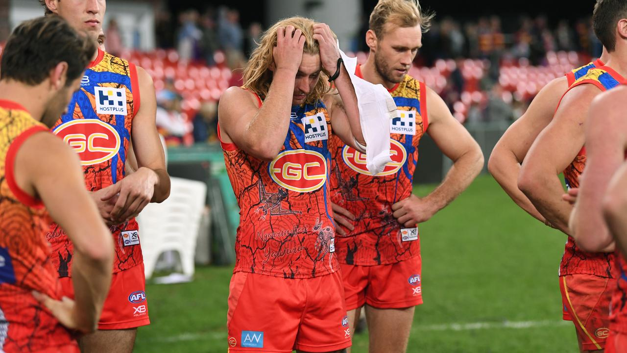 Suns players react following the loss. (AAP Image/Dave Hunt)