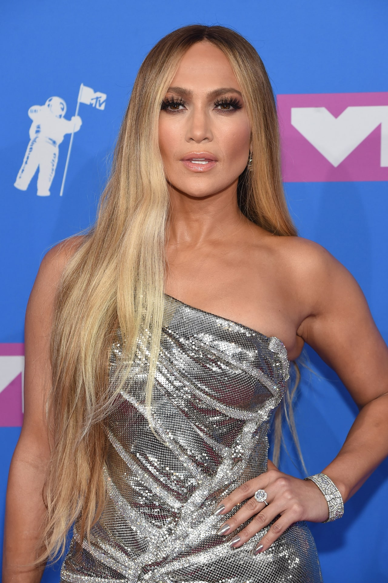 Jennifer Lopez wore over $2 million worth of diamonds to the MTV VMAs 2018