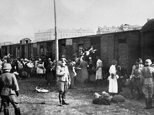 Jews being loaded onto trains at the Warsaw ghetto's Umschlagplatz in 1942 bound for Treblinka, where Lina's parents were sent.