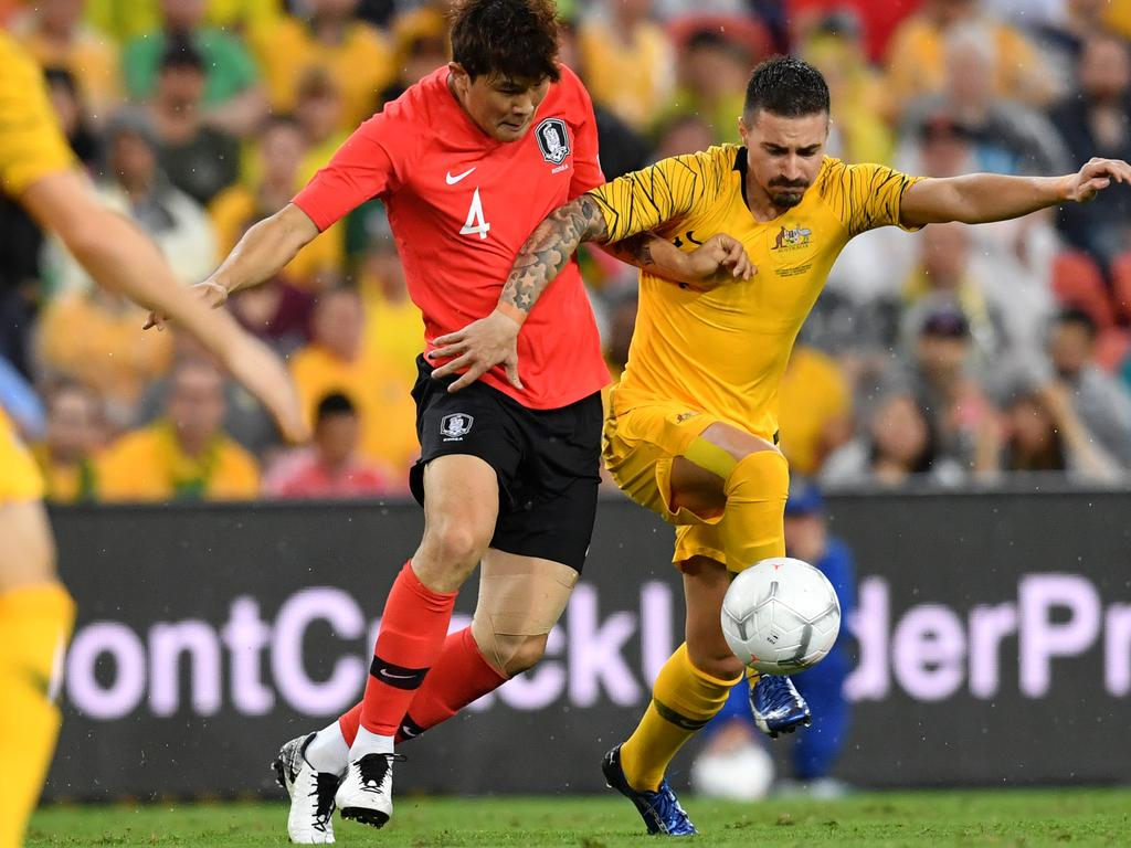 Kim Minjae (left) of Korea Republic takes on Jamie Maclaren (right) of the Socceroos during the International friendly match between Australia and the Korea Republic at Suncorp Stadium, in Brisbane, Saturday, November 17, 2018. (AAP Image/Darren England) NO ARCHIVING, EDITORIAL USE ONLY