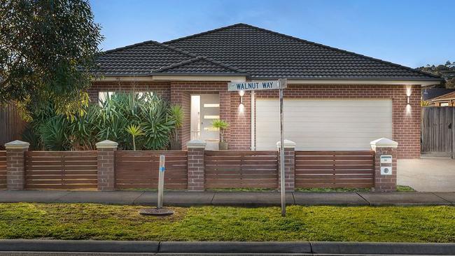 "<a href=""https://www.realestate.com.au/property-house-vic-pakenham-131929018"" target=""_blank"">20 Walnut Way, Pakenham</a> — $500,000-$550,000."