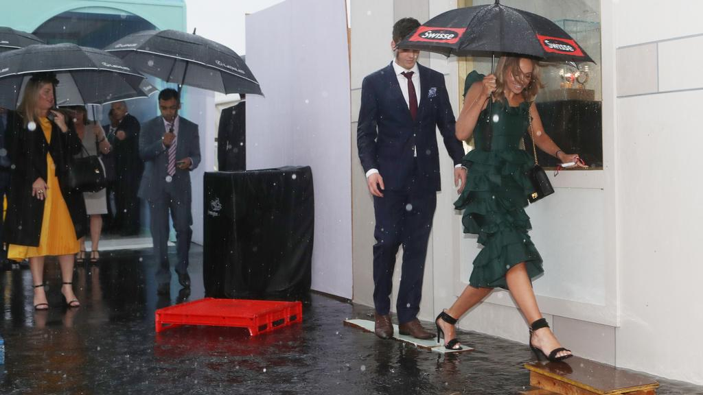 Melbourne Cup 2018 Weather Updates Rain Clears As Horses