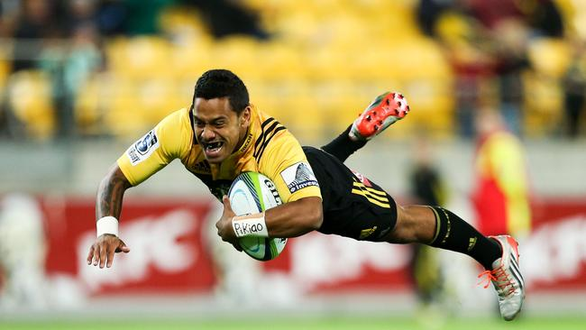 Te Toiroa Tahuriorangi of the Hurricanes dives across the line at Westpac Stadium.