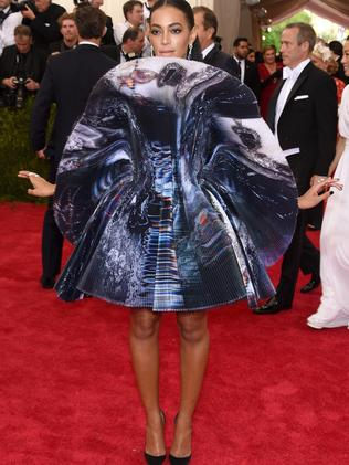 Unconventional look ... Solange on the red carpet.