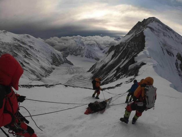 This image shows the Aussie climber being rescued on Mount Everest. Picture: China Daily