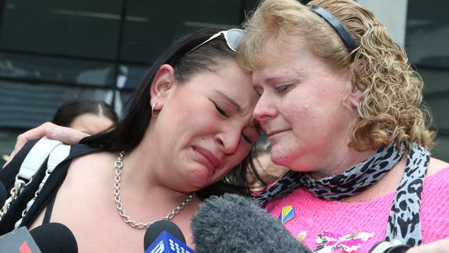 Sherelle Lockes Friend Ebony Mcgregor Left And Mother Marlene Locke Outside Court Today