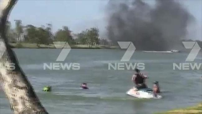 7News: Boat burns on River Murray at Blanchetown