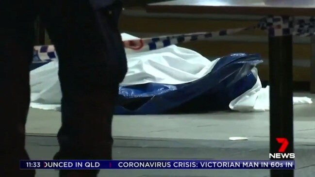 Bystanders 'feared coronavirus' after man collapsed outside Chinatown restaurant (7 News)